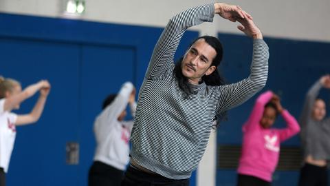 Miguel Angel Zermeño tanzt