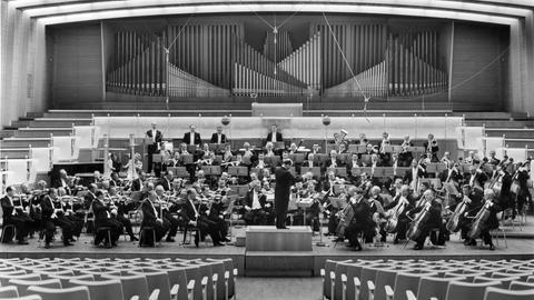Mazerath mit Orchester im Sendesaal