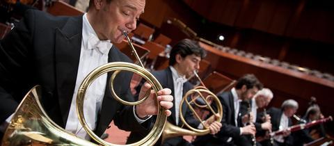 hr-Sinfonieorchester-Spielszene-Hörner