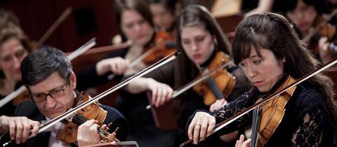 hr-Sinfonieorchester-Spielszene-Streicher